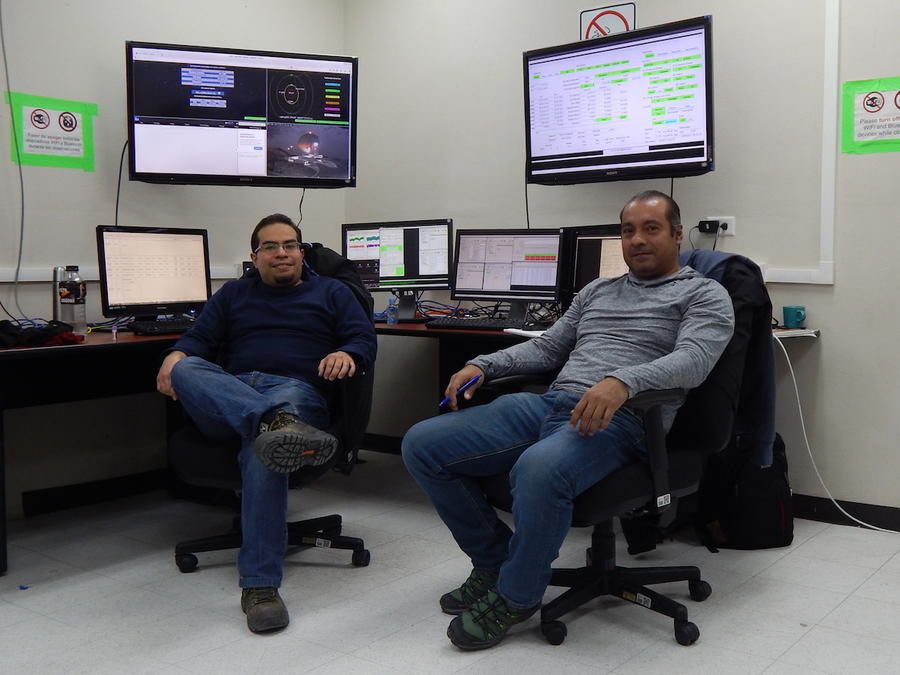 LMT telescope controlers/observers David Sánchez (left) and Edgar Castillo (Right)