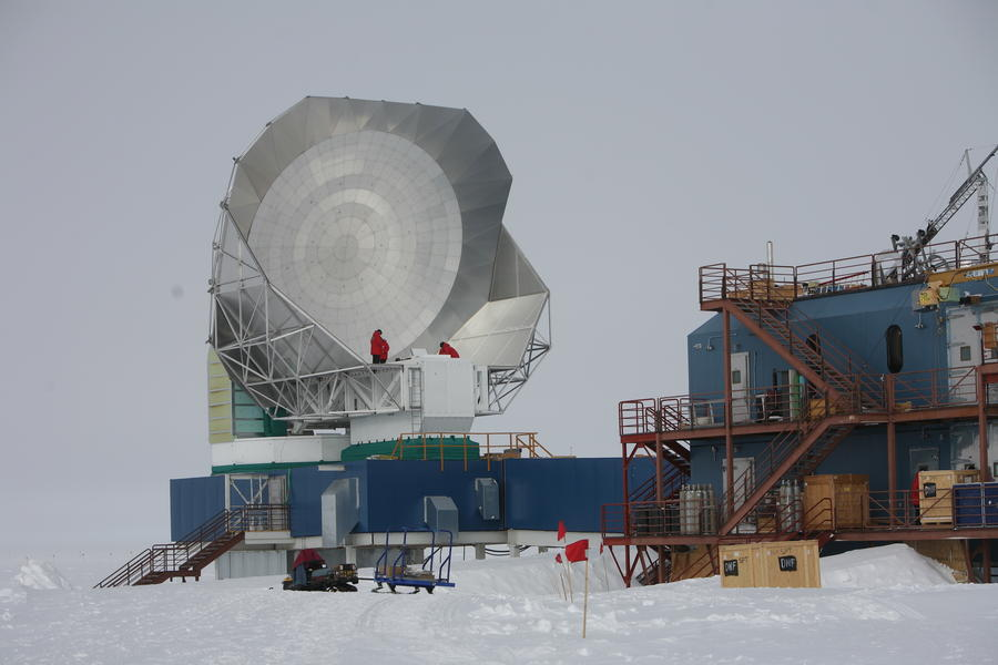 The South Pole Telescope in docking position during EHT preparations in January 2017.