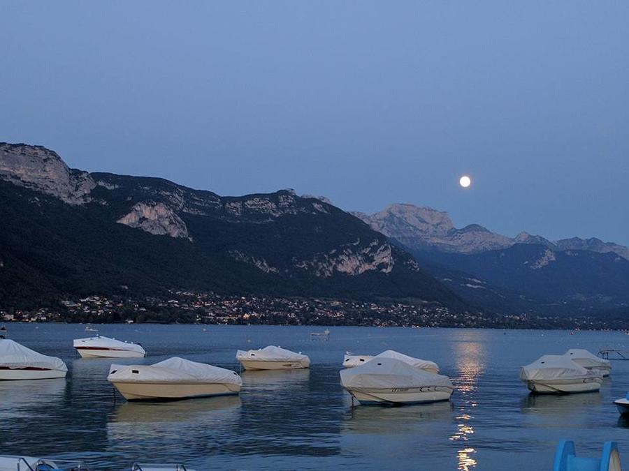 Cynthia Luo, Lake Annecy at Twilight, Annecy, France