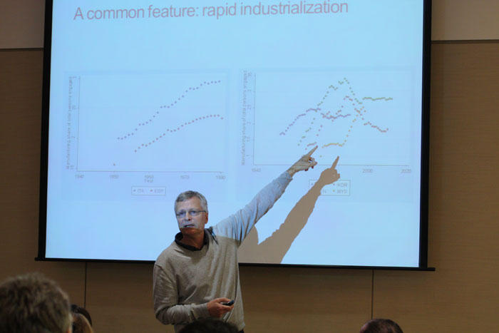 Image of Dani Rodrik giving presentation