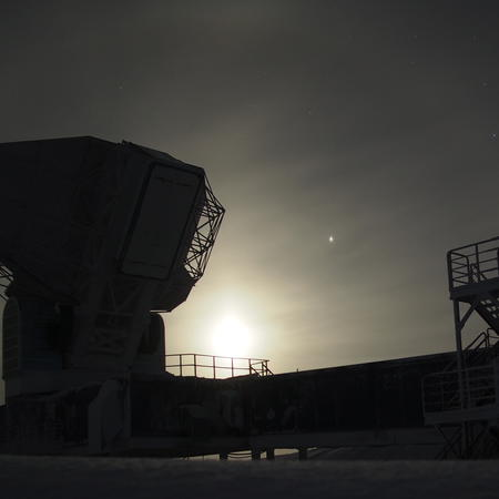 Moonrise over the South Pole Telescope
