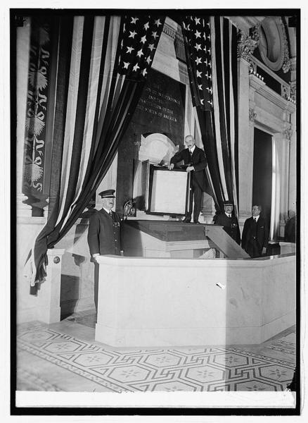 Librarian of Congress installing Declaration of Independence, 1924