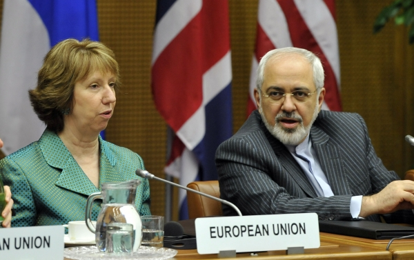 Catherine Ashton and Javad Zarif at negotiations in Vienna