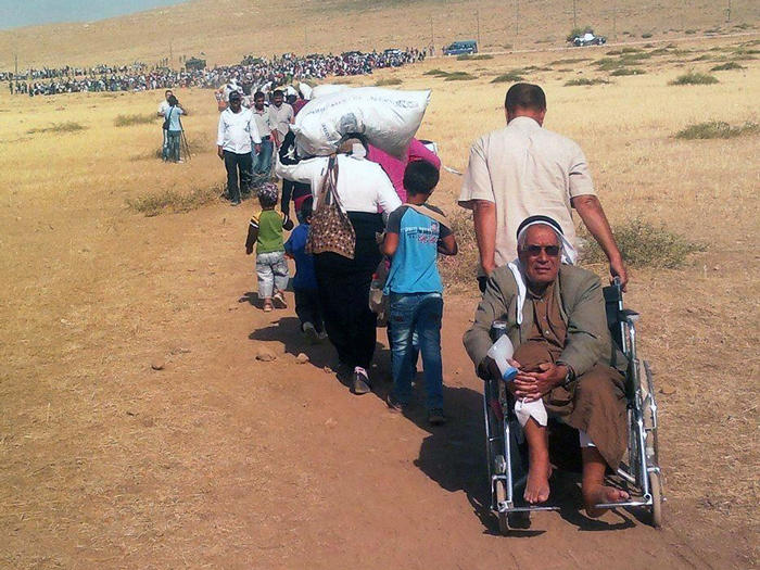 Image of Syrian Kurdish refugees traveling