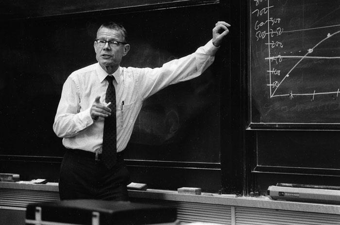 Image of Thomas Schelling teaching at Harvard