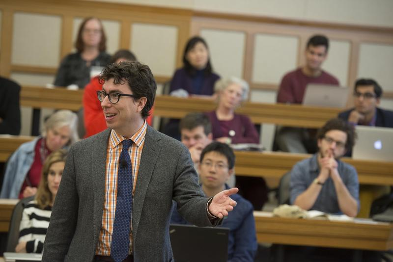 Harvard Law School Professor Jonathan Zittrain teaching in class