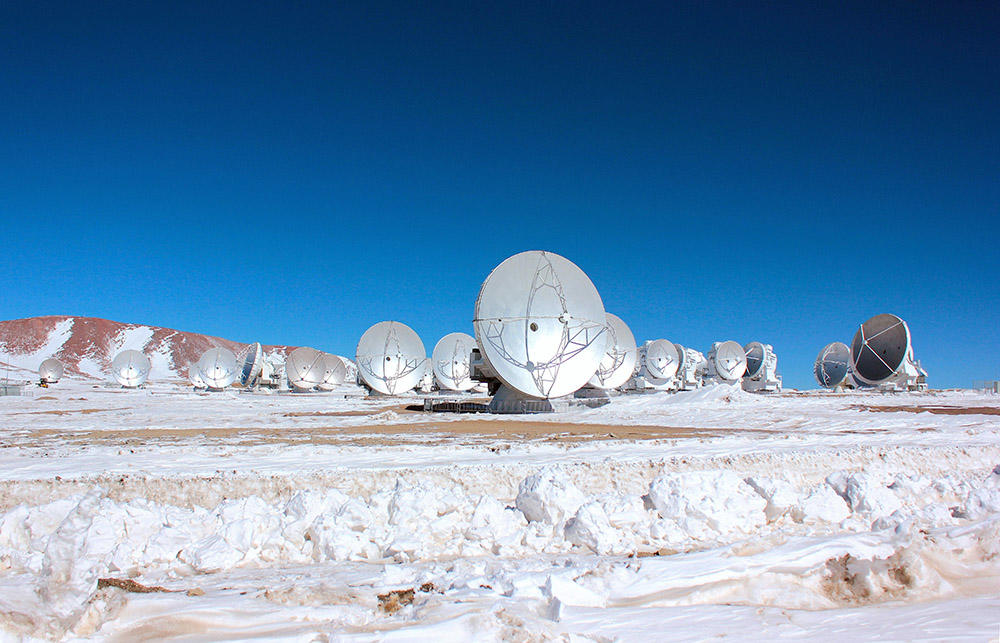 Snowy sunrise at the Chajnantor Plateau with ALMA.