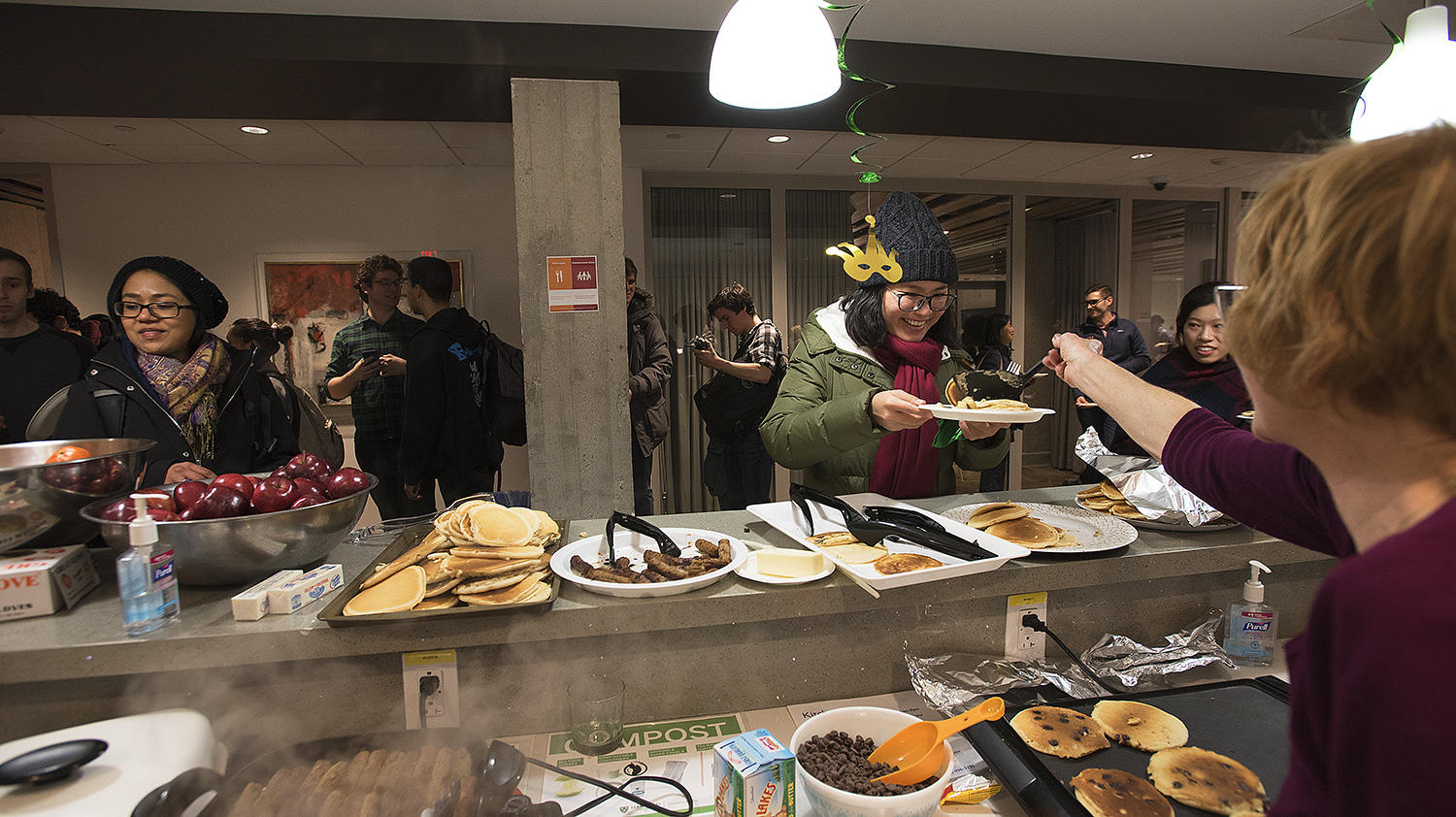 Students flock to the Student Oasis for pancake supper