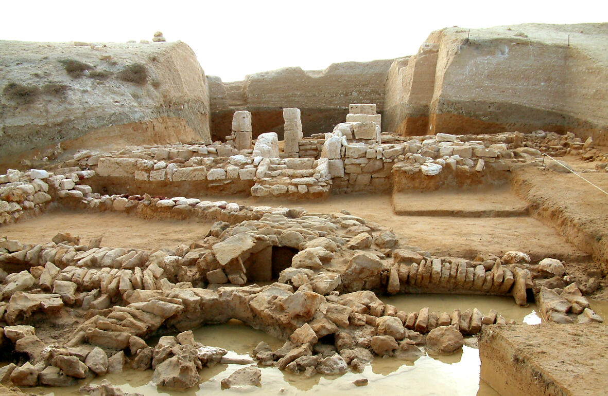 Hellenistic Structures Recovered by Waste from the Channel