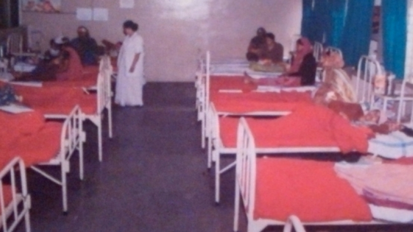 "A ward in a special ""gas relief"" hospital in Bhopal, from a government propaganda report."