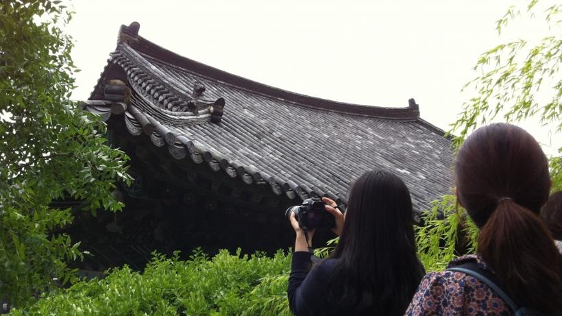 Image of students on HSS Korea Program taking photos of the roof of a traditional 'hanok' building in South Korea