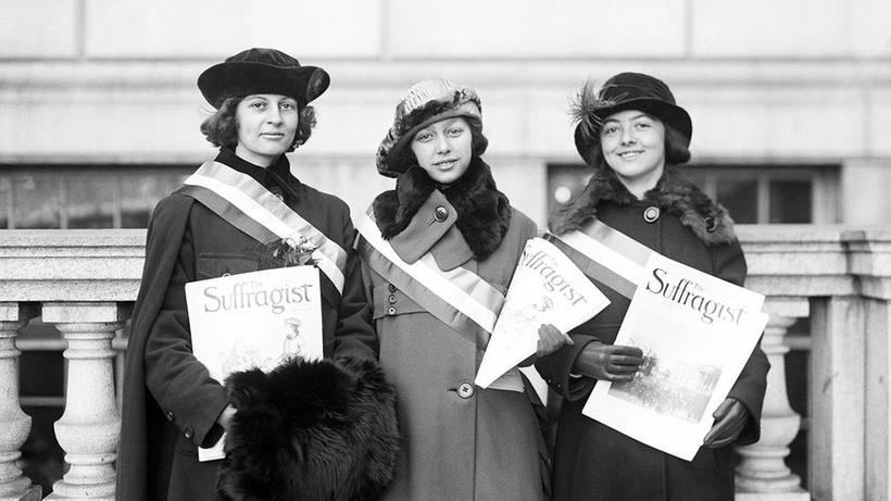 Alice Smith, S. J. de Crasse, and G. H. Halleran sell copies of The Suffragist in Boston, Massachusetts