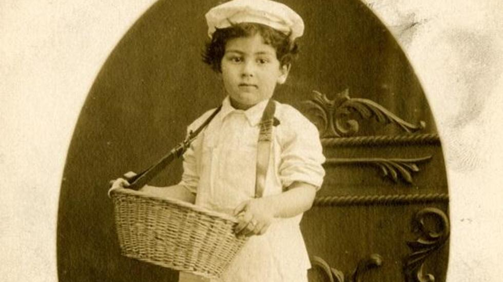 Photograph of future HLS professor Paul Freund as a child in costume as a baker